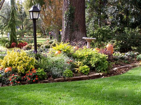 Light Post Landscaping Ideas P O T A G E R Aniston And Front Yard Gardening