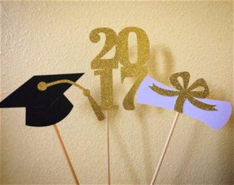 decoraciones fall para evento vestidos de graduacion m 225 s de 25 ideas fant 225 sticas sobre fiestas de graduaci 243 n en