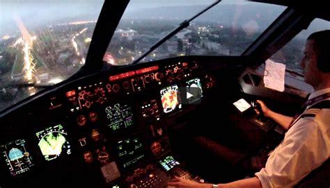 atterraggio aereo dalla cabina atterraggio con pioggia a sarajevo dal cockpit aviation