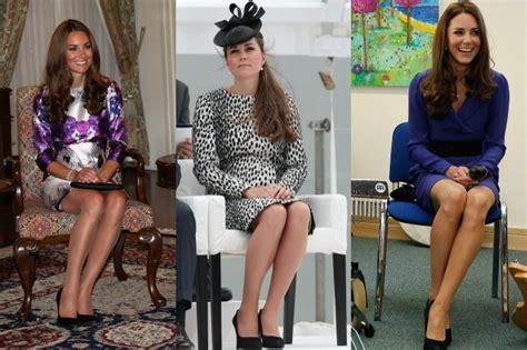 donne sedute con gambe accavallate gambe da duchessa secondo il galateo le donne devono