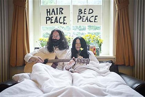 john lennon bed in john lennon and yoko ono bed protest