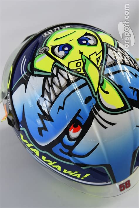 design helm rossi spezielles helmdesign f 252 r valentino rossi yamaha factory