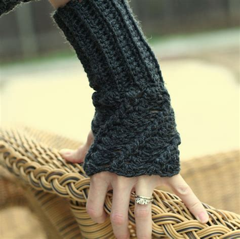 free pattern for crochet fingerless gloves 10 marvelous crochet fingerless mitts patterns