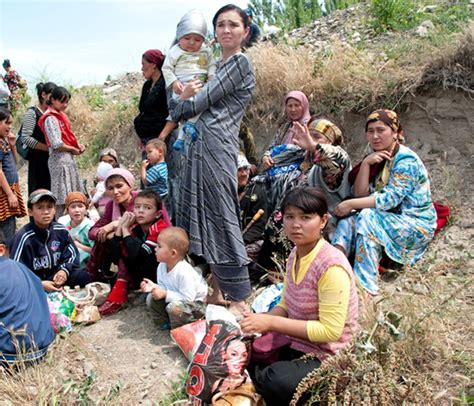 uzbek people article about uzbek people by the free thousands of uzbeks flee ethnic violence in kyrgyzstan