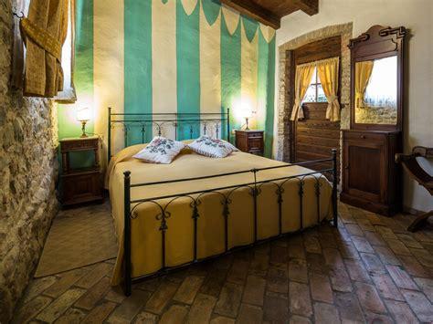 schlafzimmer der die das ferienhaus quot artuico quot mit garten im schloss friaul julisch