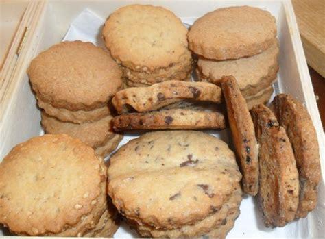 biscotti frollini fatti in casa frollini fatti in casa con cioccolato sesamo e cannella