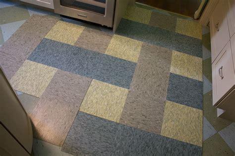 bold pattern vinyl flooring kitchen floor tile pattern smallrooms 174