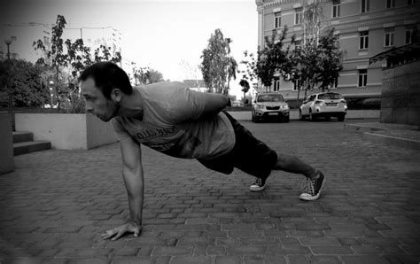tip master the single arm 10 tips for the perfect one arm push up