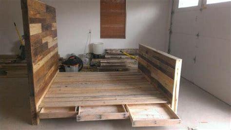 How To Make A Pallet Bed Frame Diy Pallet Wood Bed Frame 101 Pallets