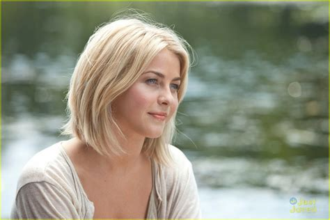 julianne hough wardrobe in safe haven julianne hough josh duhamel new safe haven stills