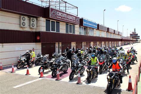 Bmw Motorrad Escuela De Manejo by Cursos Bmw Riders Newsletter