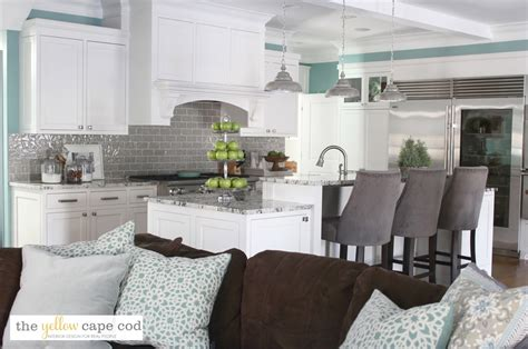 the yellow cape cod two day makeover reveal the yellow cape cod dramatic kitchen makeover reveal