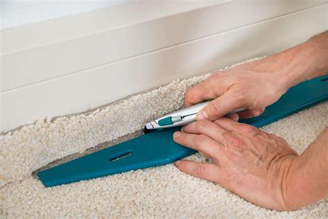 teppich schneiden wykładzina dywanowa podpowiadamy jak i czym ją zamocować