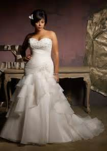 wedding dress for curvy wedding dresses for curvy beautiful brides let s choose the style on photos curvy fashion and