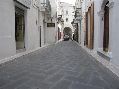 pavimenti in pietra lavica pavimento in pietra lavica bocciardato belpasso