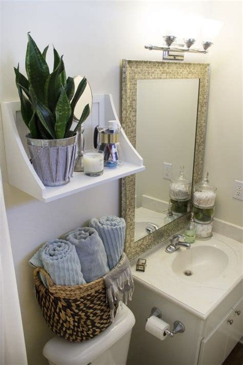 Rental Bathroom Makeover by 1000 Ideas About Rental Bathroom On Rental