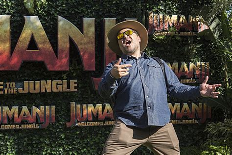 jumanji movie theme song jack black the rock kevin hart sing welcome to the jungle