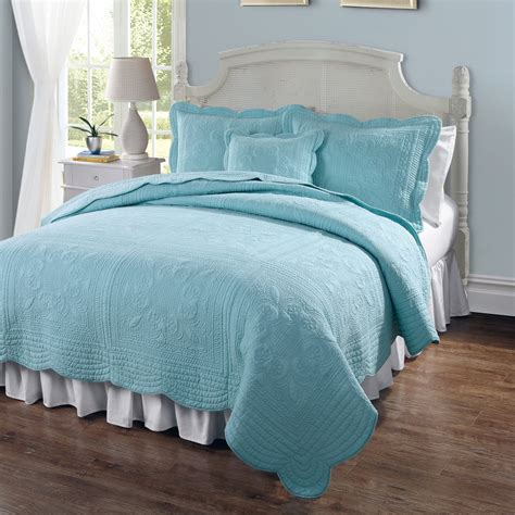 Buying Guide To Quilts Coverlets by Bed Bath And Beyond Bedspreads And Quilts Image Of