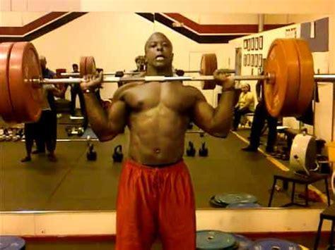 bob sapp bench press mytopform com athlete scott farmer works out chest doovi