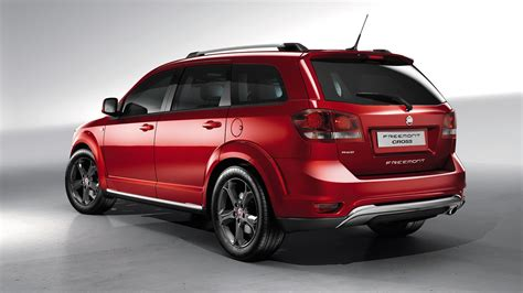 Rugged Suv by Fiat Freemont Cross Rugged Looking V6 Awd Seven Seat Suv
