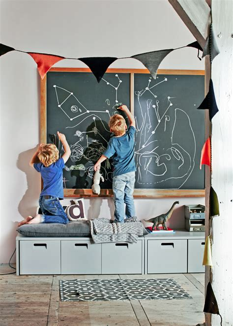 zimmer für jungs 31 a classic blackboard in the playroom is great