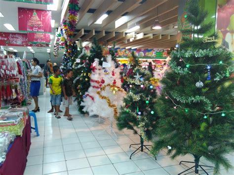 Topi Pringsewu miris karyawan muslim ini tak risih kenakan atribut natal