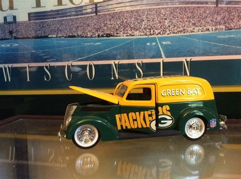 truck green bay green bay packers diecast vintage truck with box trucks