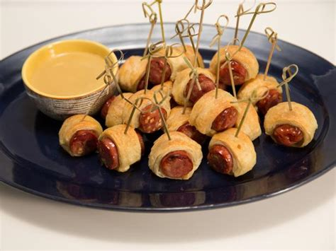 Cook Pigs In A Blanket by Pigs In A Blanket With Honey Mustard Dipping Sauce Recipe