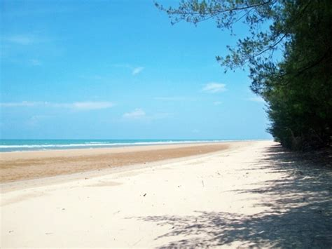 Service Komputer Sumenep panorama keindahan alam pantai lombang madura