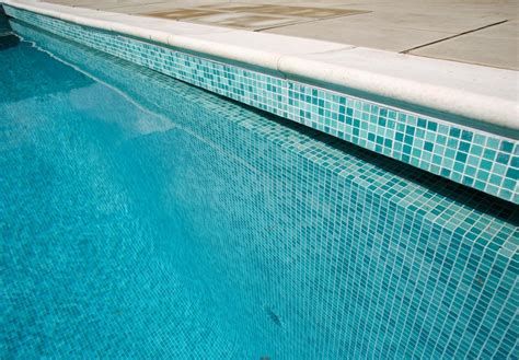 Blue Glass Tiles Is The Best Solution For Creating Swimming Pool Tiles Design