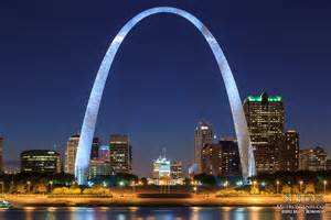 gateway arch st louis gateway arch at night metroscenes com st