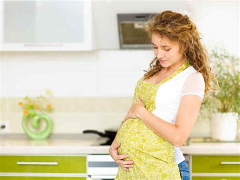 how to deal with pregnant wife mood swings dealing with pregnancy mood swings video boldsky com