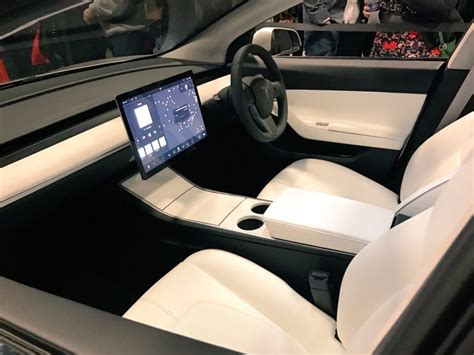 drive right tesla model 3 mania 1 year and 400k reservations later