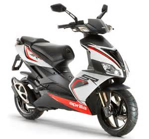 Affordable Sporty Looking Cars #16: Aprilia-SR-150-2016-Reviews.jpg