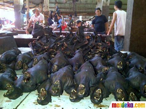 Tenda Cing Anak Bandung foto menengok pasar makanan ekstrem tomohon merdeka