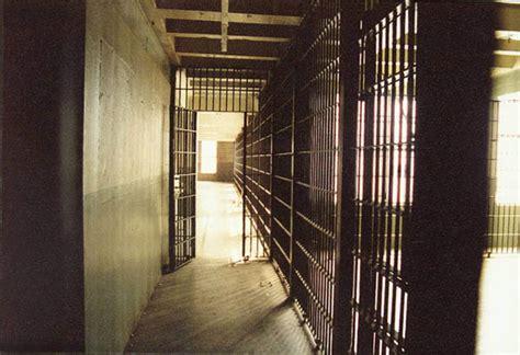 carcere di poggioreale all interno poggiorale donna spacciava all interno carcere