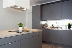 ikea kitchen ideas and inspiration snyggt k 246 k med luckor b 228 nkskiva och golv bilder k 246 k matplats gr 229 tt k 246 ksluckor hemnet
