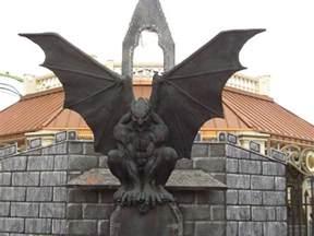 Bat Statue 1000 Images About Gargoyles On Washington