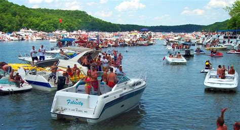 10 best party coves in america boats - Lake Of The Ozarks Boat Party
