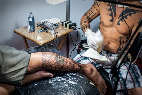 how to deal with tattoo pain how to deal with 14 steps with pictures