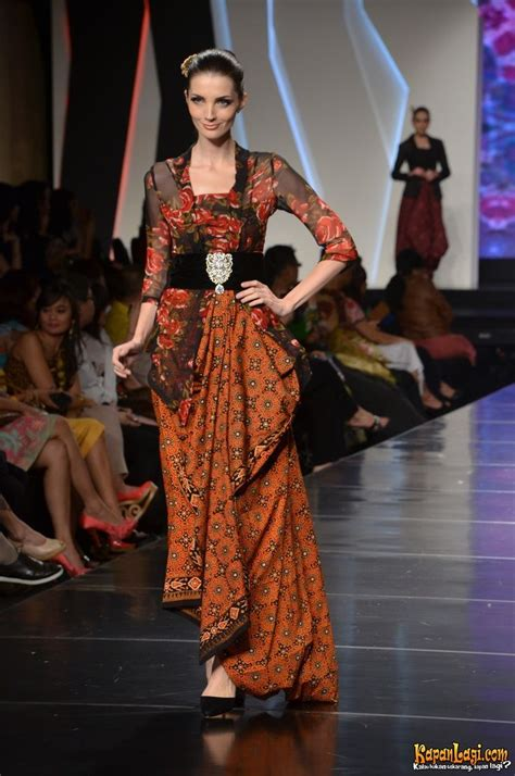 Batik Mahkota Batik Moderen Fashion Trendi 17 best images about batik indonesia on fashion weeks fashion and dresses