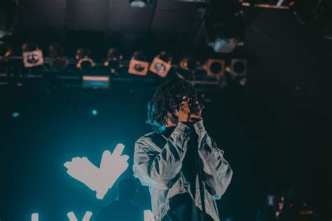 6lack hometown catch those feels from 6lack s london debut a nation of
