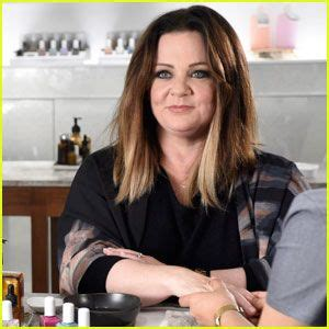 melissa mccarthy hair color melissa mccarthy tries rapping in saturday night live