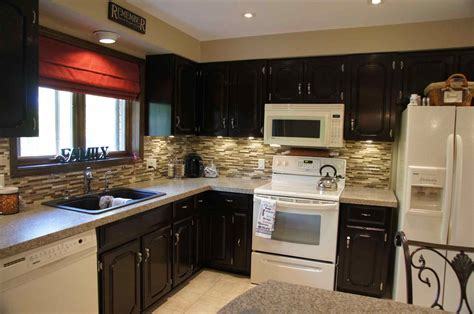 what goes where in kitchen cabinets what color kitchen cabinets go with white appliances