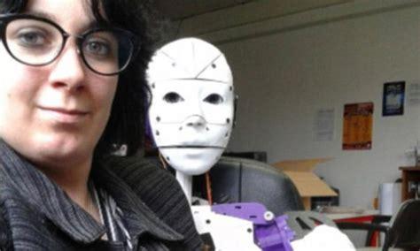 cara membuat wanita jatuh cinta melalui chat astaga wanita ini jatuh cinta ingin nikahi robot 595043