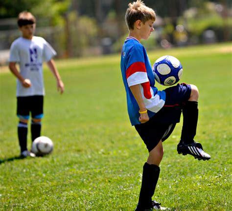 detiksport olahraga sepak bola teknik dasar permainan sepak bola beserta gambar dan