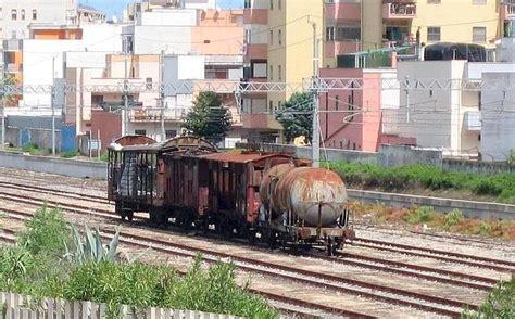 mediolanum napoli la solitudine treno foto giorno corriere