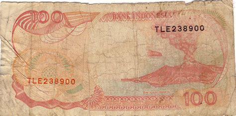 uang kertas 100 rupiah bergambar perahu pinisi dan anak gunung krakatau 1992