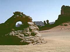 glas felslandschaft touareg voyages touren algerien