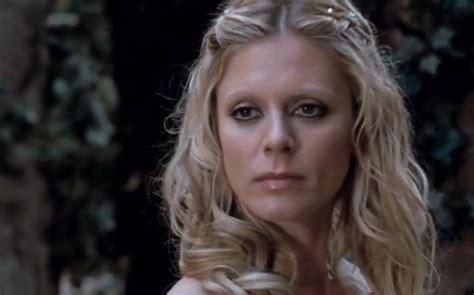 fallen angel film emilia fox image morgause arthura bakıp dilek hakkı sundu jpg